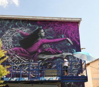 « Danse avec la vie » (Snek) Grenoble Street Art Festival 2018, façade de l'école Vaillant-Couturier
